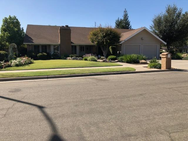6387 N Prospect Avenue, Fresno, CA 93711 (#510529) :: FresYes Realty