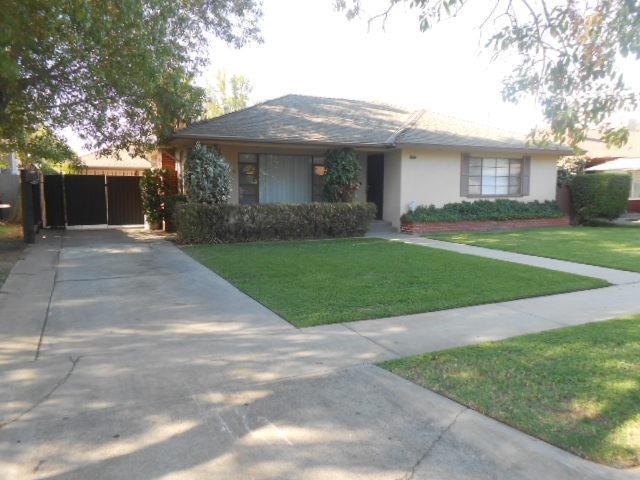 2820 E Cornell Avenue, Fresno, CA 93703 (#510648) :: Soledad Hernandez Group