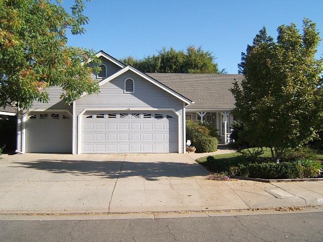 1218 E Muncie Avenue, Fresno, CA 93720 (#510691) :: Soledad Hernandez Group