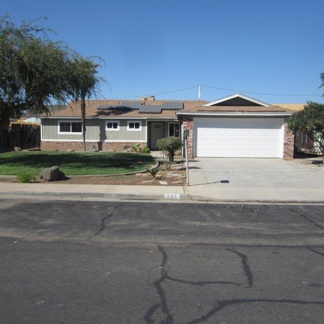 721 W Bloomingdale Avenue, Dinuba, CA 93618 (#510723) :: Soledad Hernandez Group