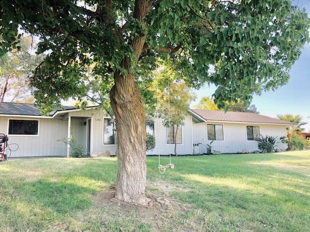 16858 Road 30 1/2, Madera, CA 93636 (#512431) :: Soledad Hernandez Group