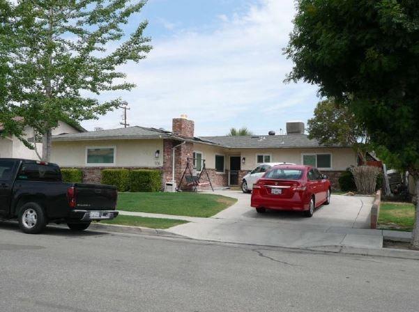 108 E Warren Street, Taft, CA 93268 (#513326) :: Soledad Hernandez Group