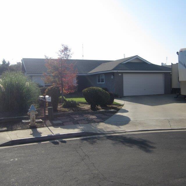 779 N Nichols Avenue, Dinuba, CA 93618 (#513411) :: FresYes Realty