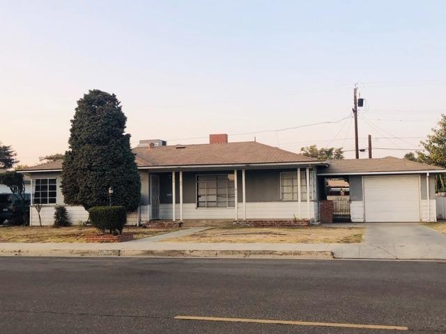1356 Pine Street, Selma, CA 93662 (#513804) :: Soledad Hernandez Group