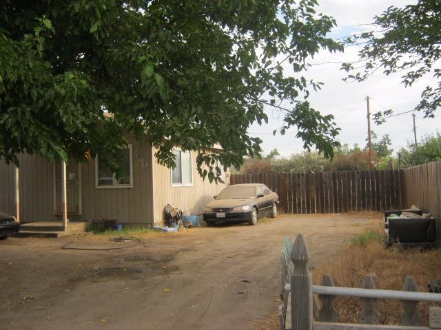 390 W Terra Bella Avenue, Pixley, CA 93256 (#514684) :: FresYes Realty