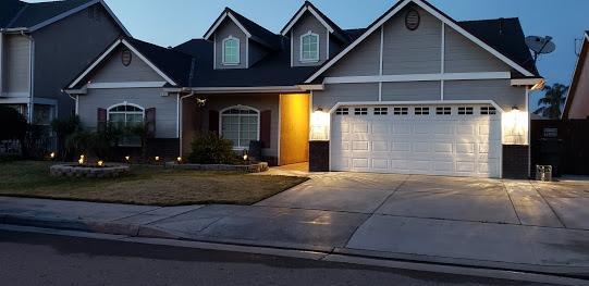 4072 W Fender Avenue, Fresno, CA 93722 (#516375) :: FresYes Realty