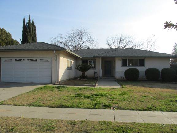2179 E Menlo Avenue, Fresno, CA 93710 (#517105) :: Soledad Hernandez Group