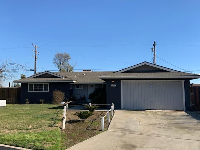 11261 Bonneyview Circle, Hanford, CA 93230 (#517765) :: Soledad Hernandez Group
