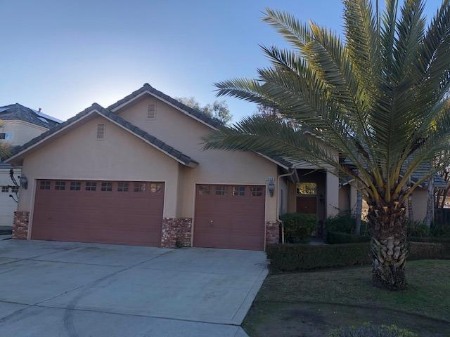 9069 N Price Avenue, Fresno, CA 93720 (#517785) :: Soledad Hernandez Group