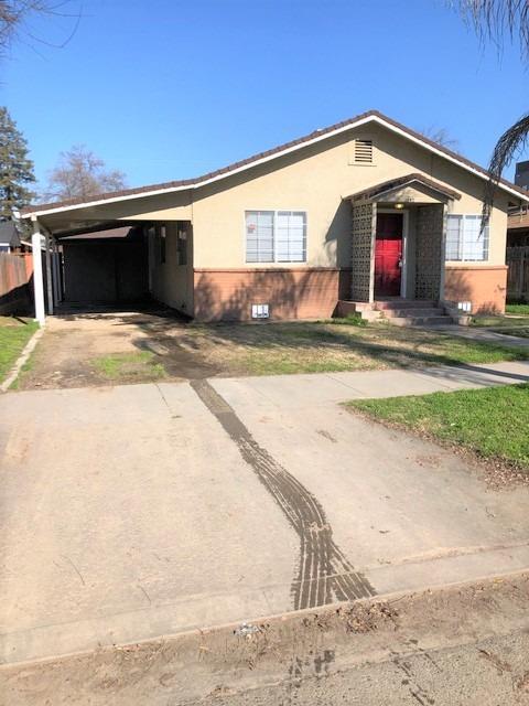 1242 E Street, Reedley, CA 93654 (#517819) :: Soledad Hernandez Group