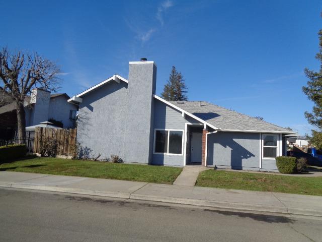 2231 N Carol Avenue, Fresno, CA 93722 (#517859) :: Soledad Hernandez Group