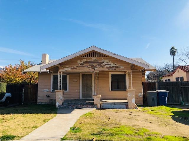 1370 N Del Mar Avenue, Fresno, CA 93728 (#518276) :: Raymer Realty Group