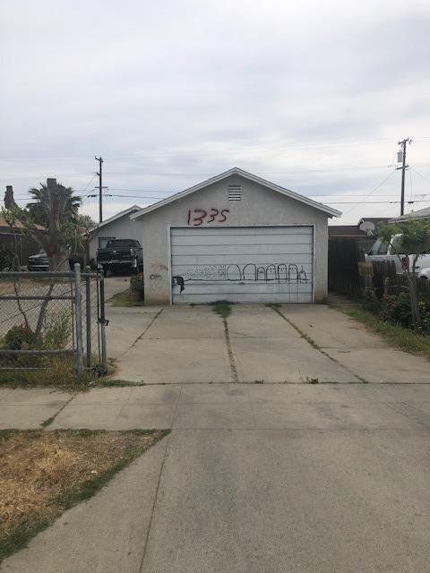 133 S Dearing Avenue, Fresno, CA 93702 (#521240) :: FresYes Realty