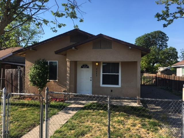 4243 E White Avenue, Fresno, CA 93702 (#521833) :: FresYes Realty