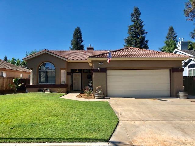 5884 W Fir Avenue, Fresno, CA 93722 (#524226) :: FresYes Realty