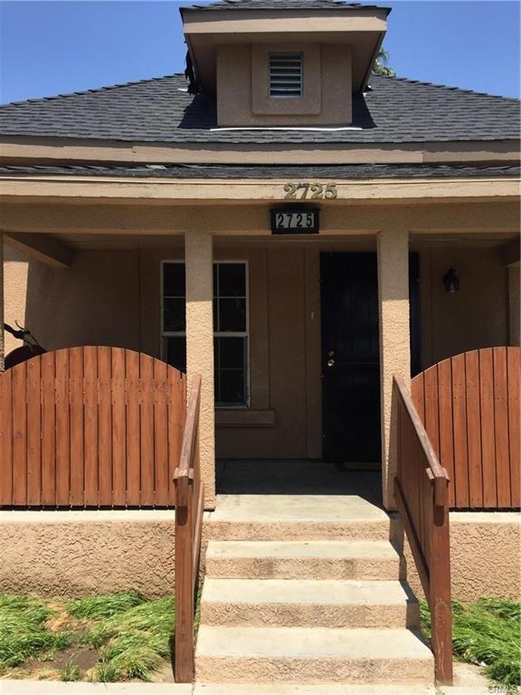 2725 E Washington Avenue, Fresno, CA 93701 (#526509) :: FresYes Realty