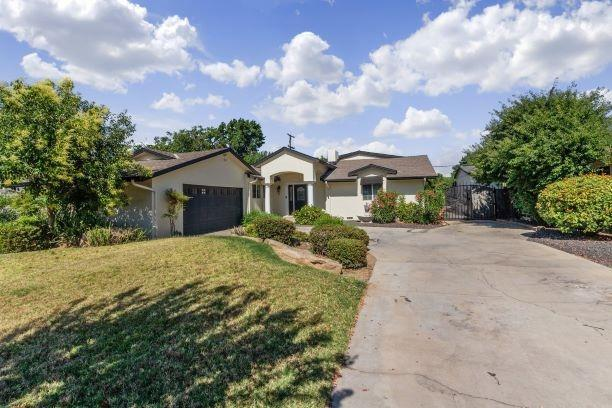 705 Orchard Avenue, Madera, CA 93637 (#526599) :: FresYes Realty