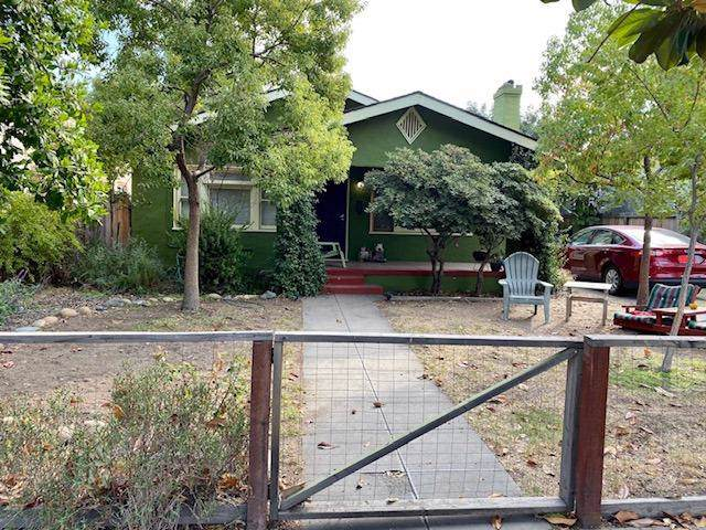 1576 N College Avenue, Fresno, CA 93728 (#532145) :: FresYes Realty