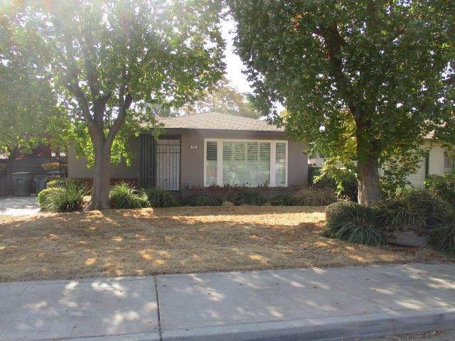 1415 W Cambridge Avenue, Fresno, CA 93705 (#533354) :: FresYes Realty