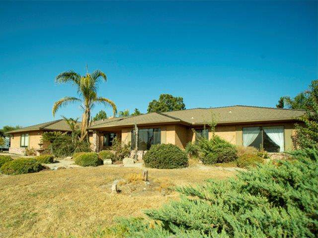 1302 Greenfield Avenue, Hanford, CA 93230 (#533433) :: FresYes Realty