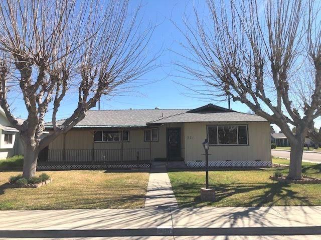 221 S Joaquin Street, Coalinga, CA 93210 (#533548) :: FresYes Realty