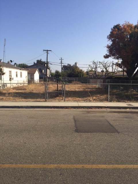 2046 Orange Avenue, Selma, CA 93662 (#533721) :: FresYes Realty