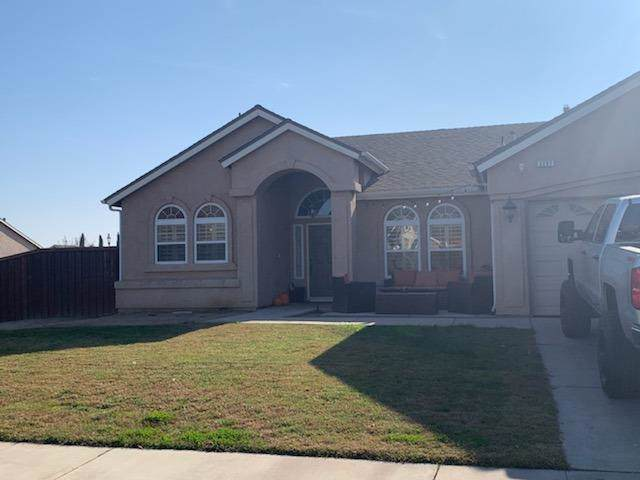 2207 Acacia Court, Sanger, CA 93657 (#533772) :: Dehlan Group