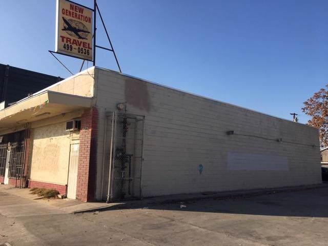 2001-2017 E Belmont Avenue, Fresno, CA 93701 (#533839) :: Dehlan Group