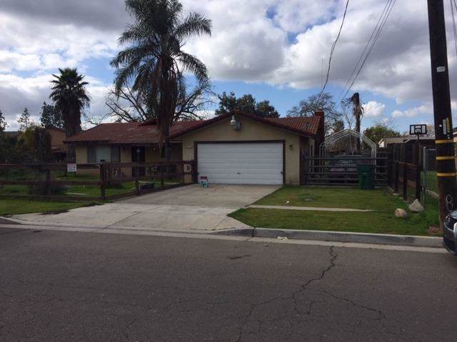 550 S Lind Avenue, Fresno, CA 93727 (#536463) :: FresYes Realty