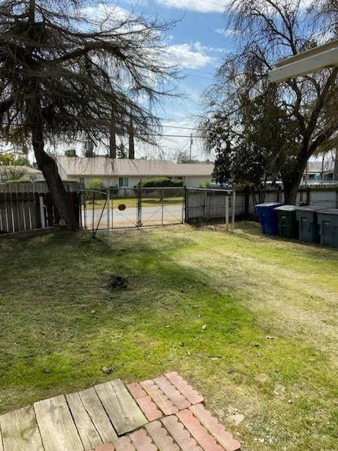 4446 W Cornell Avenue, Fresno, CA 93722 (#538990) :: FresYes Realty