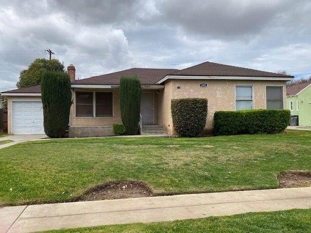 2115 N Vagedes Avenue, Fresno, CA 93705 (#539366) :: FresYes Realty