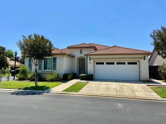 2733 E Rockingham Court, Fresno, CA 93720 (#545363) :: Dehlan Group