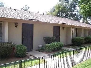 4654 N Chestnut Avenue N #136, Fresno, CA 93726 (#545834) :: Dehlan Group