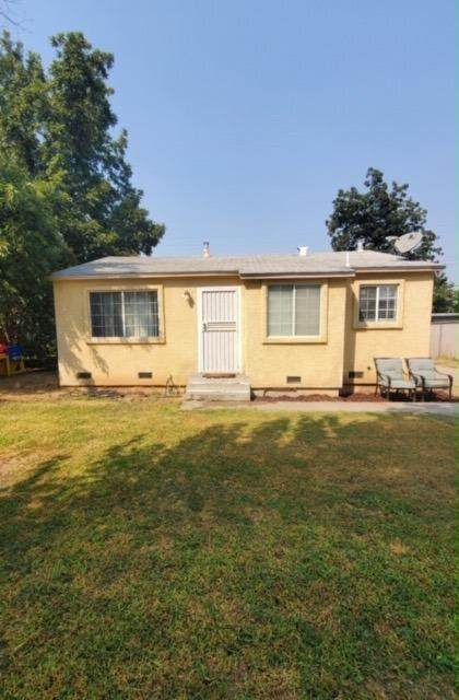 2450 S Rowell Avenue, Fresno, CA 93725 (#547418) :: Raymer Realty Group