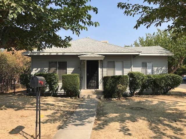 302 Tyler Street, Coalinga, CA 93210 (#547549) :: FresYes Realty