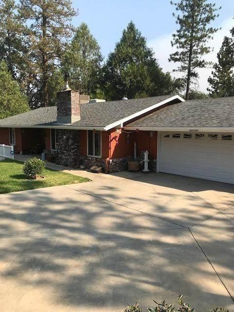 39729 Pine Ridge Way, Oakhurst, CA 93644 (#547897) :: FresYes Realty