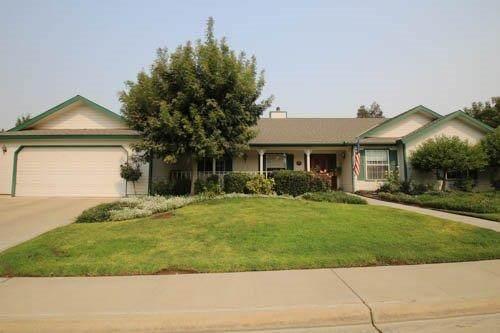 1416 W Riverglen Avenue, Reedley, CA 93654 (#549047) :: Dehlan Group