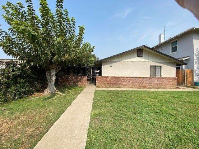 2527 E Grant Avenue, Fresno, CA 93701 (#549333) :: Dehlan Group