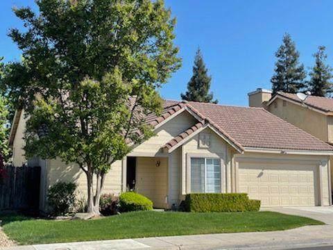 239 W Fallbrook Avenue, Clovis, CA 93611 (#557420) :: Raymer Realty Group