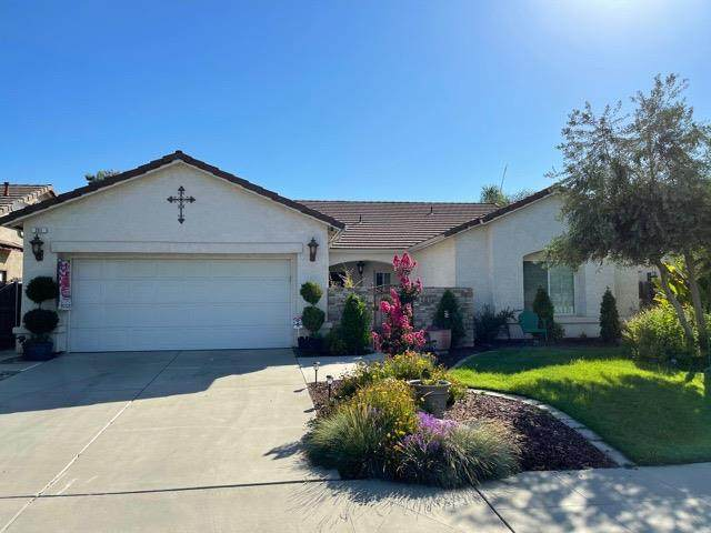 201 Palm Court, Fowler, CA 93625 (#562001) :: Raymer Realty Group