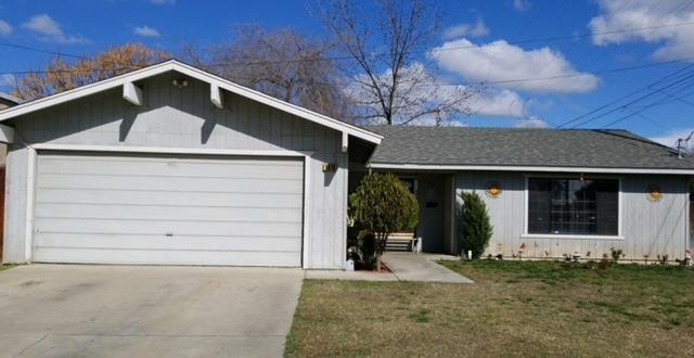1916 Magnolia Avenue, Sanger, CA 93657 (#499213) :: FresYes Realty