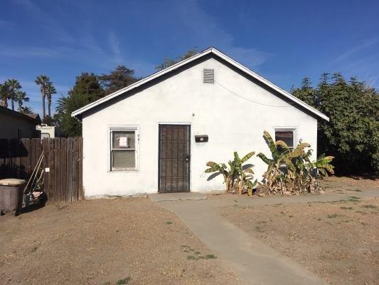 951 S 6th Street, Kerman, CA 93630 (#510907) :: Soledad Hernandez Group