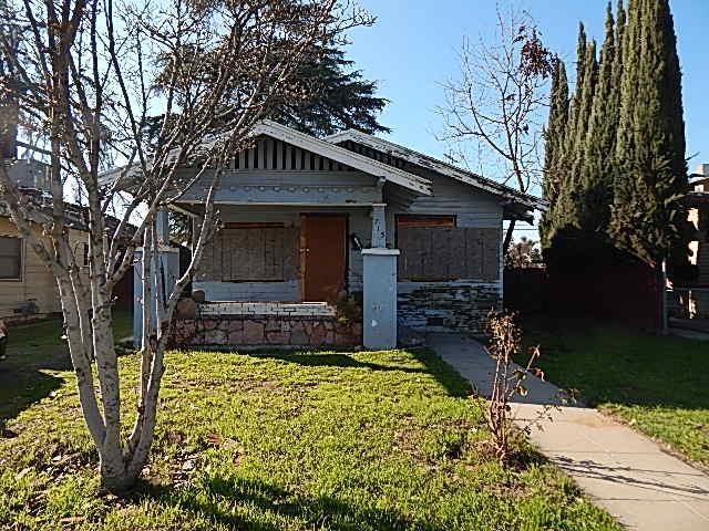 715 N Farris Avenue, Fresno, CA 93728 (#515369) :: Raymer Realty Group