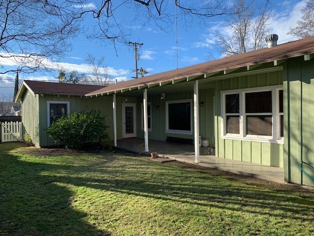 1334 E Floradora Avenue, Fresno, CA 93728 (#517885) :: Soledad Hernandez Group