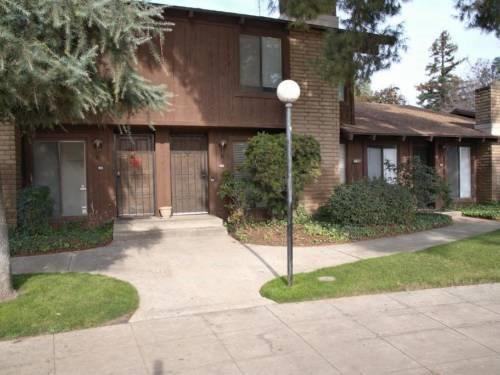 4877 E Butler Avenue #102, Fresno, CA 93727 (#523304) :: FresYes Realty