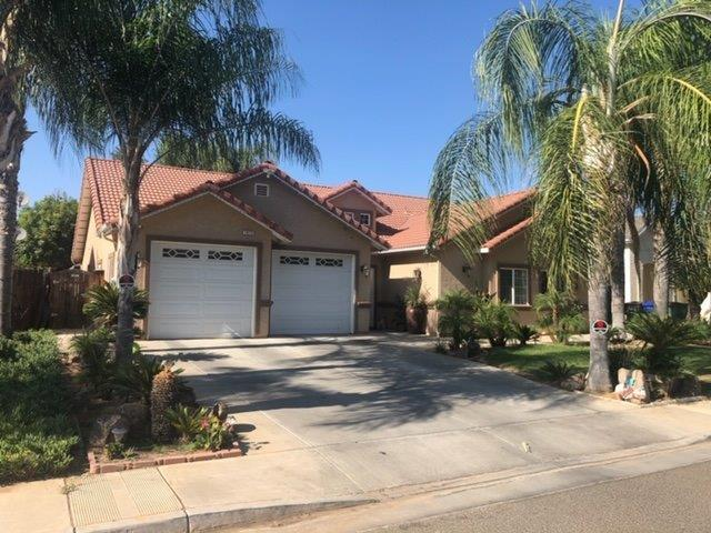 1813 E Lauren Avenue, Dinuba, CA 93618 (#528243) :: Raymer Realty Group