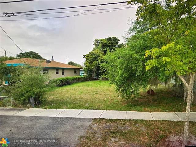 812 Phippen Waiters Rd, Dania Beach, FL 33004 (MLS #F10185971) :: United Realty Group