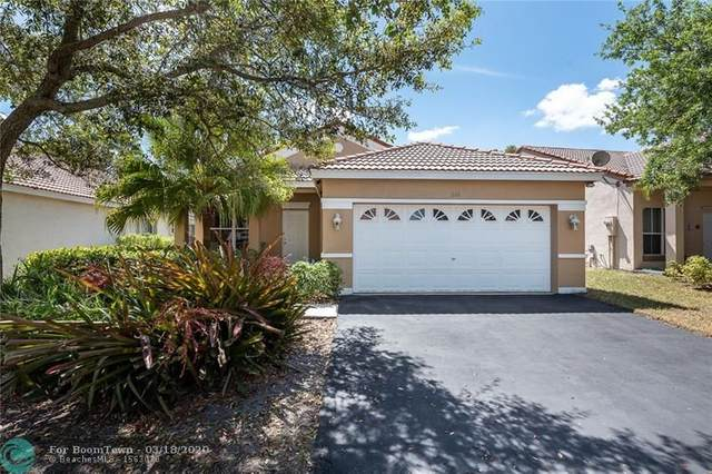 938 Falling Water Rd, Weston, FL 33326 (MLS #F10221604) :: The O'Flaherty Team