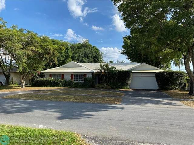 5300 SW 10th St, Plantation, FL 33317 (MLS #F10223988) :: The Howland Group