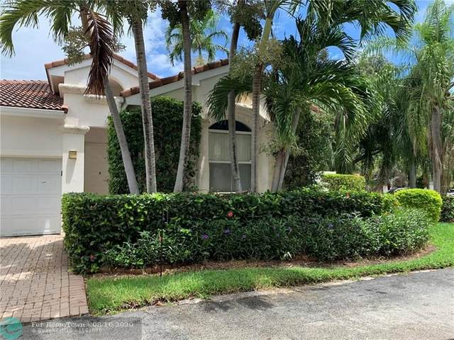 1055 Pin Oak St, Hollywood, FL 33019 (MLS #F10243227) :: Berkshire Hathaway HomeServices EWM Realty